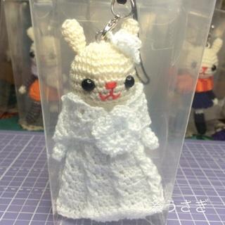 白いドレスの子